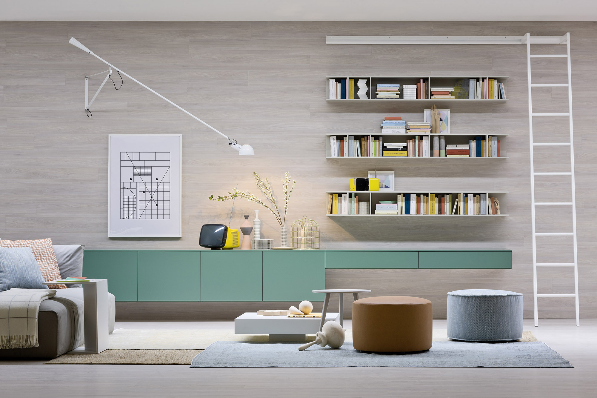 libreria e divano salotto moderno