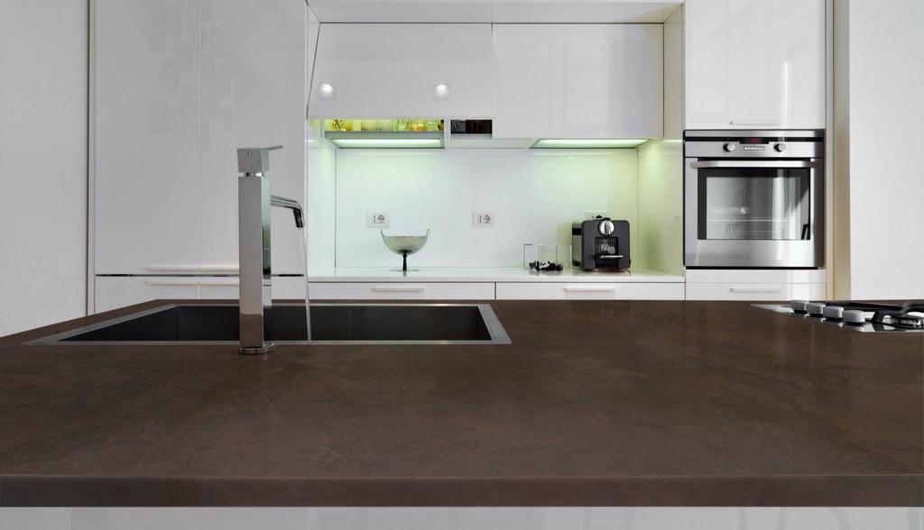 cucina moderna marrone scuro